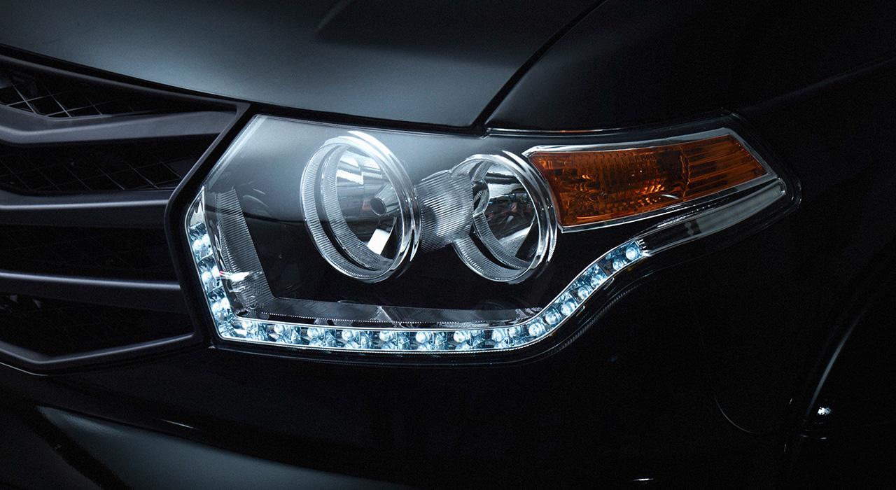 УАЗ Патриот - современные фары со светодиодными дневными ходовыми огнями