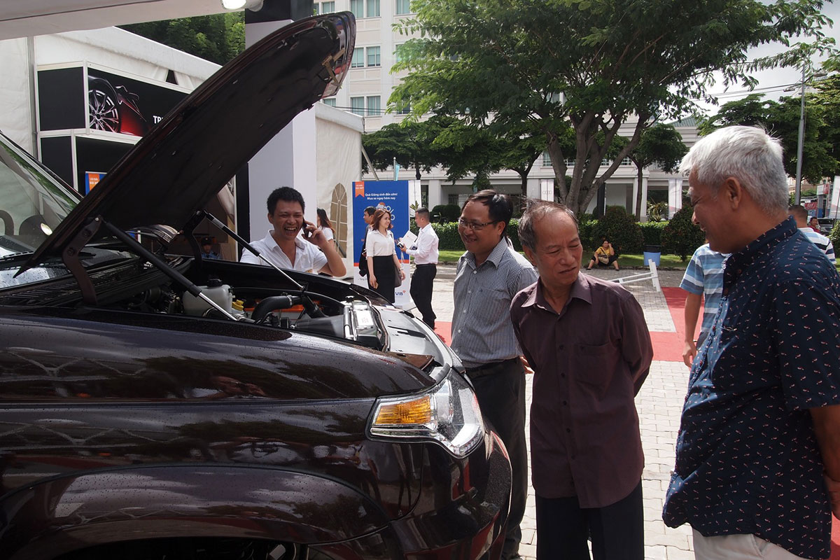 Автомобили УАЗ на Vietnam International Motor Show 2016