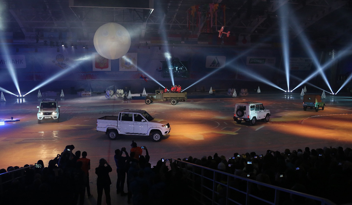 УАЗ принял участие в церемонии открытия Чемпионата мира по хоккею с мячом 2016