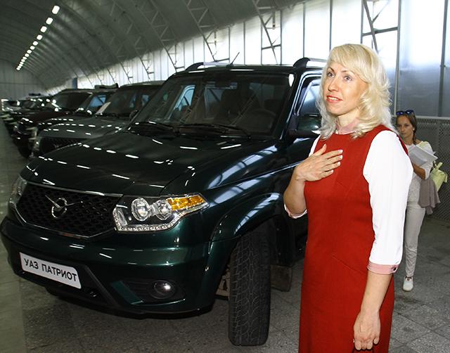 Ульяновский автомобильный завод передал УАЗ Патриот областному хоспису
