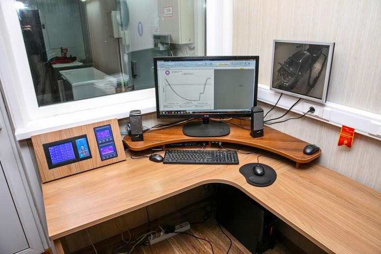Рабочее место оператора: отсюда инженер управляет и климатическим оборудованием, и измерительным.