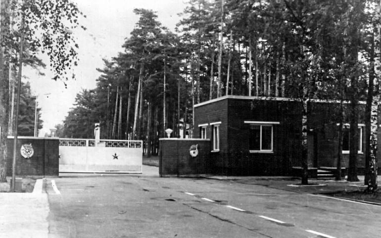 Так в советские времена выглядел въезд на территорию полигона.